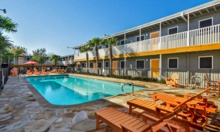 Austin Tx Eup Partners Llc Purchased The Eastside Commons Apartments On July 12 2017 From A California Partnership Property Traded At An